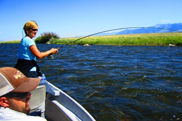 Full day float fly fishing trip montana troutfitters for Best fly fishing raft